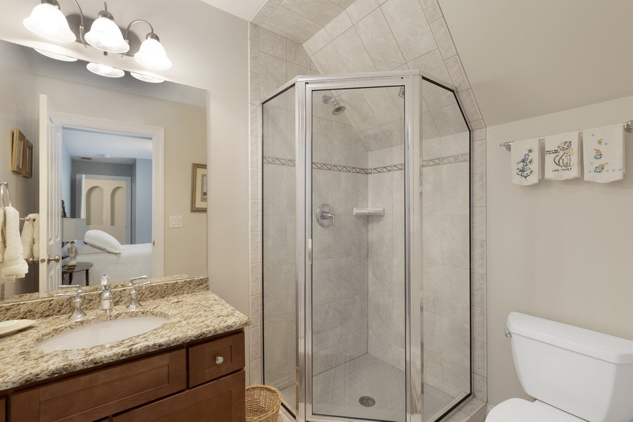 Real Estate Photography - 742 Meadow Lane, Libertyville, IL, 60048 - 2nd Bathroom