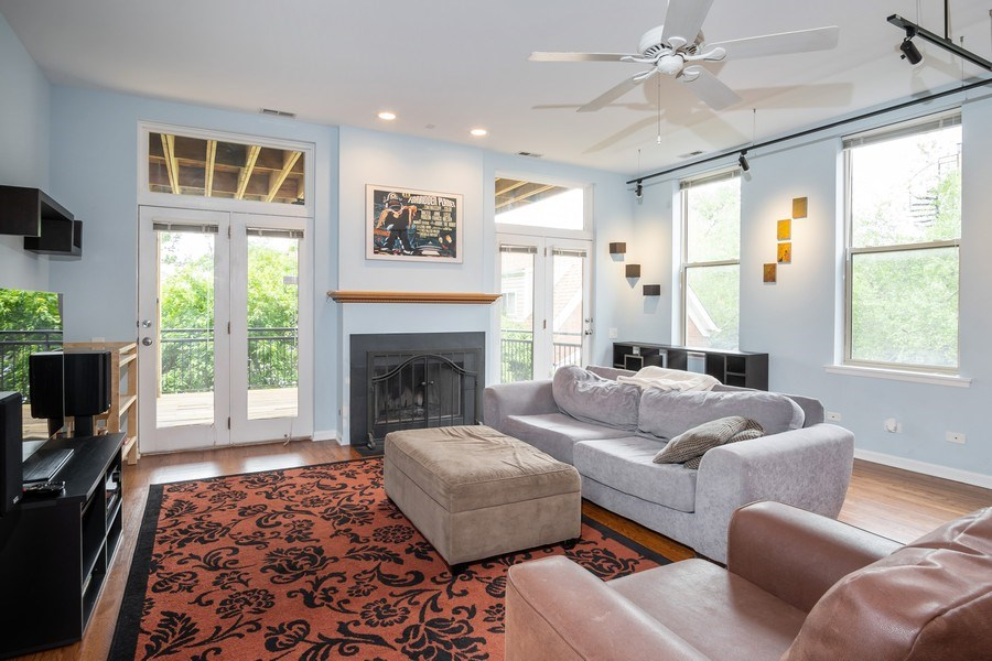 Real Estate Photography - 1947 W. Evergreen Ave., #C, Chicago, IL, 60622 - Living Room