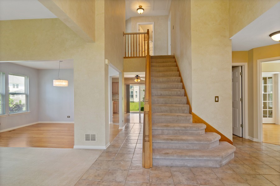 Real Estate Photography - 416 Farnsworth Circle, Port Barrington, IL, 60010 - Foyer
