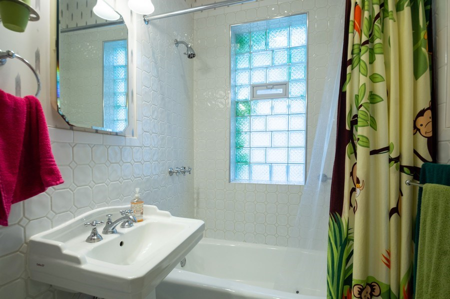 Real Estate Photography - 4834 N Leavitt St, Chicago, IL, 60625 - Bathroom