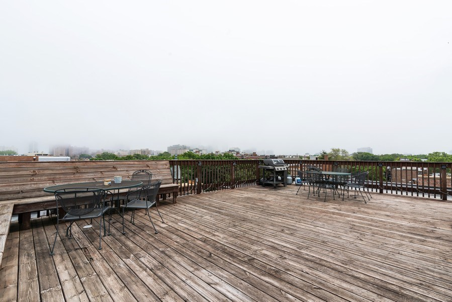 Real Estate Photography - 832 W Oakdale, Chicago, IL, 60657 - Roof Deck