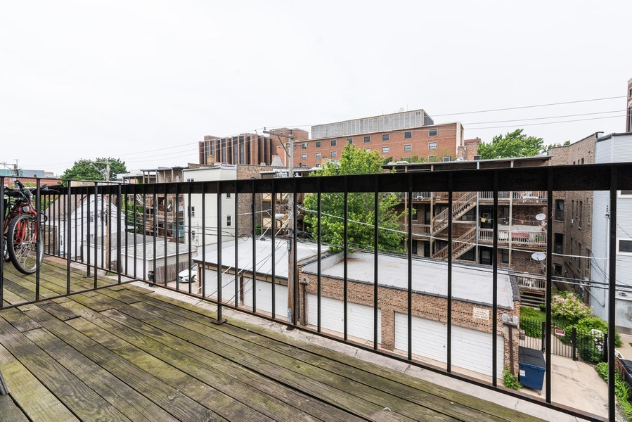 Real Estate Photography - 832 W Oakdale, Chicago, IL, 60657 - Balcony