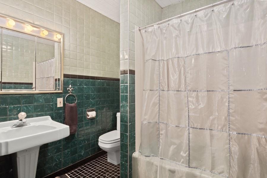 Real Estate Photography - 3501 Calumet, Duneland Beach, IN, 46360 - 2nd Bathroom