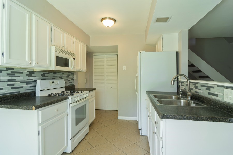 Real Estate Photography - 1328 Alpine Ct, Wheeling, IL, 60090 - Kitchen