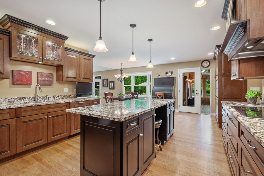 Real Estate Photography - 124 Vance Ct, Lake Barrington, IL, 60010 - Kitchen