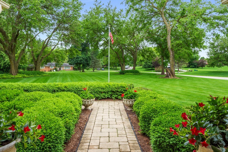 Real Estate Photography - 124 Vance Ct, Lake Barrington, IL, 60010 - Front Yard