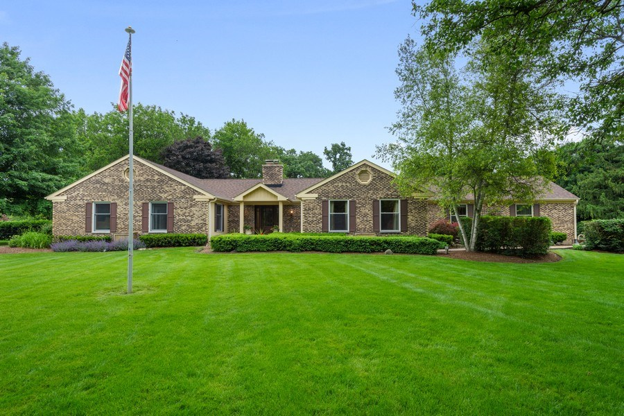 Real Estate Photography - 124 Vance Ct, Lake Barrington, IL, 60010 - Front View