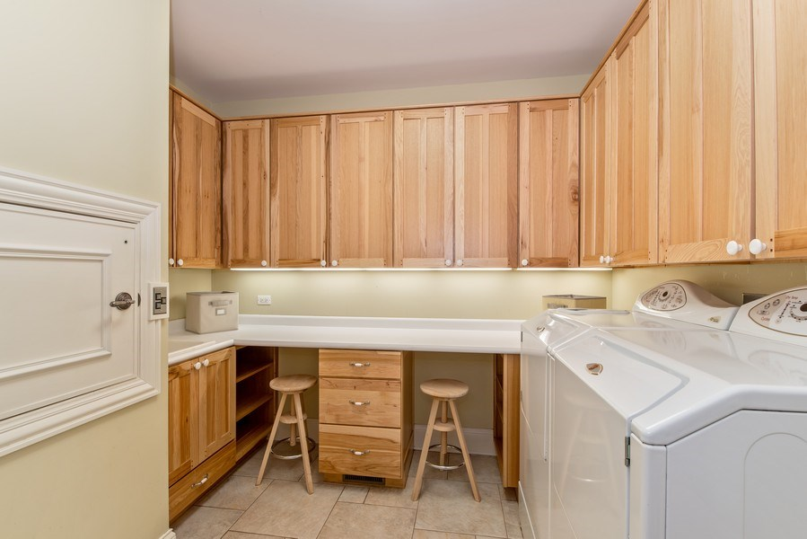 Real Estate Photography - 1655 Monterey Dr, Glenview, IL, 60026 - Laundry Room