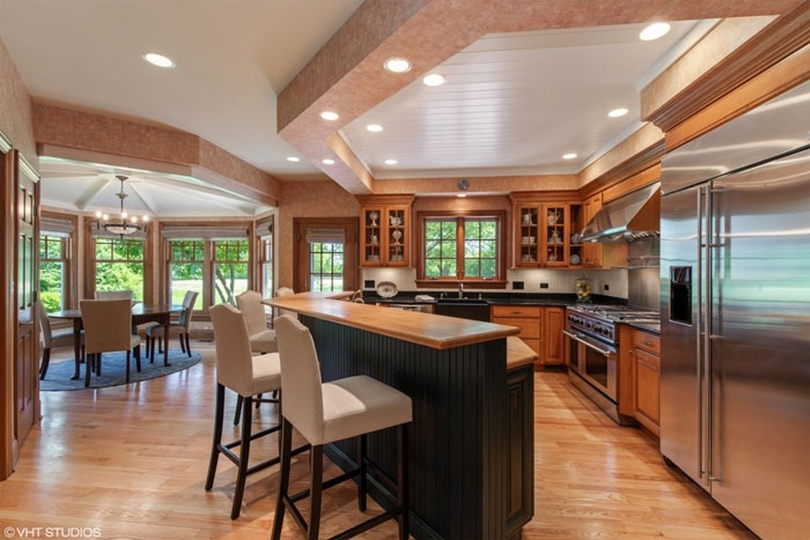 Real Estate Photography - 1655 Monterey Dr, Glenview, IL, 60026 - Kitchen