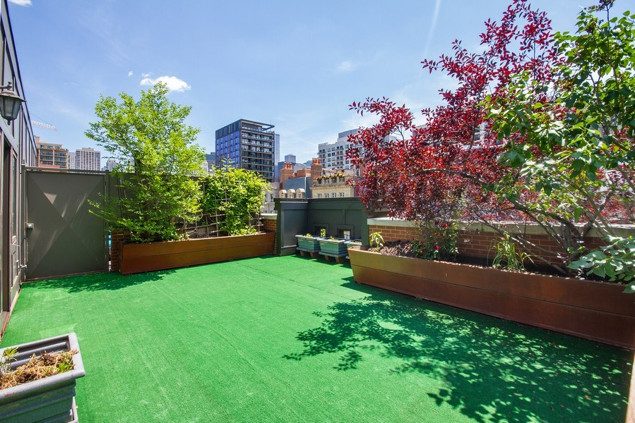 Real Estate Photography - 464 W Superior, Chicago, IL, 60654 - Roof Deck