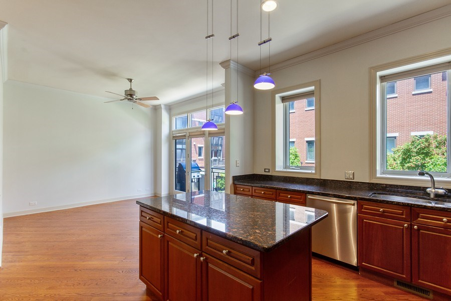 Real Estate Photography - 464 W Superior, Chicago, IL, 60654 - Kitchen / Breakfast Room