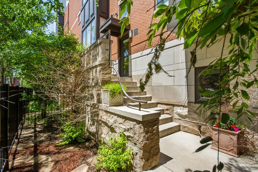 Real Estate Photography - 464 W Superior, Chicago, IL, 60654 - Front View