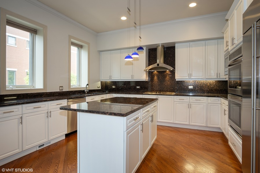 Real Estate Photography - 464 W Superior, Chicago, IL, 60654 - Kitchen
