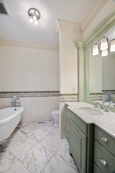 Real Estate Photography - 3926 N Greenview Ave, Chicago, IL, 60613 - 3rd Bathroom (En Suite)
