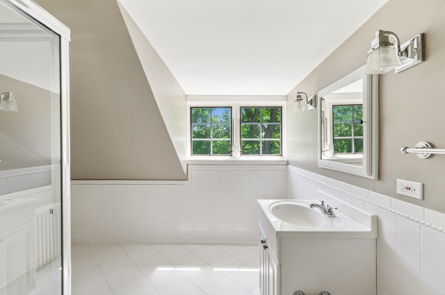 Real Estate Photography - 44 Indian Hill Rd, Winnetka, IL, 60093 - 3rd Bath on 3rd Floor