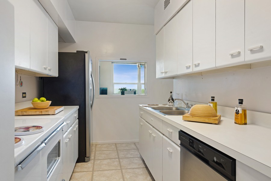 Real Estate Photography - 3180 N Lake Shore Dr, 5D, Chicago, IL, 60657 - Kitchen