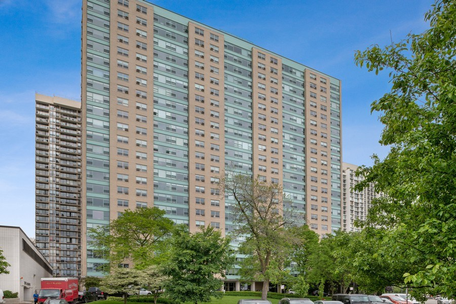 Real Estate Photography - 3180 N Lake Shore Dr, 5D, Chicago, IL, 60657 - Front View