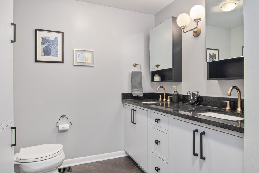 Real Estate Photography - 2326 Greenwood, Wilmette, IL, 60091 - Master Bathroom