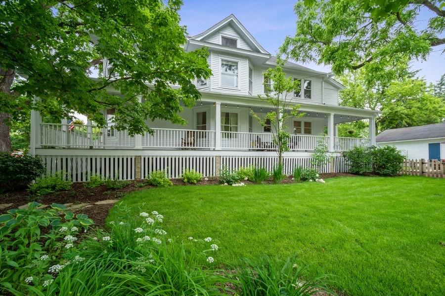Real Estate Photography - 249 W Lake St, Barrington, IL, 60010 - Side View