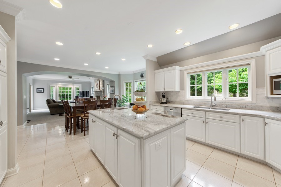 Real Estate Photography - 26026 N Middleton Pkwy, Mundelein, IL, 60060 - Kitchen / Breakfast Room