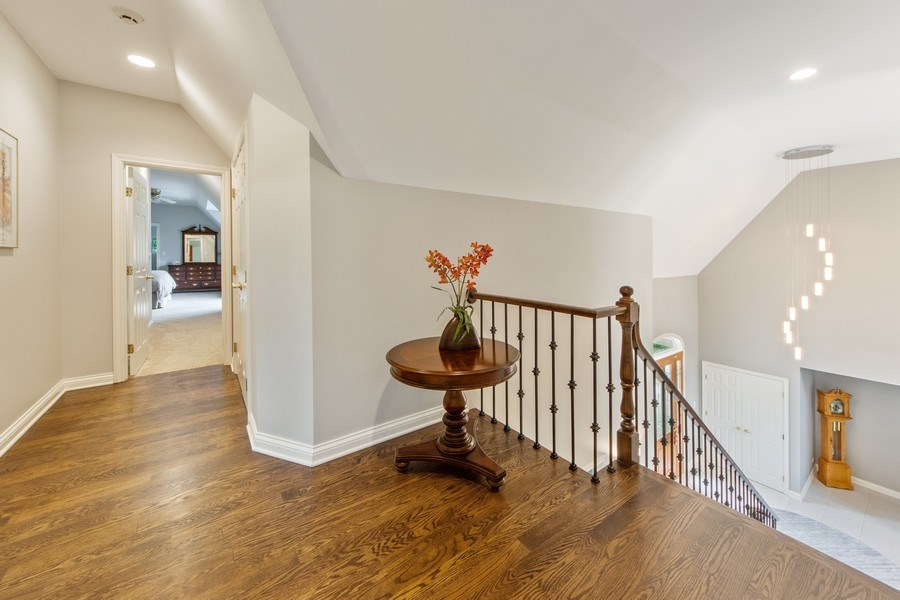 Real Estate Photography - 26026 N Middleton Pkwy, Mundelein, IL, 60060 - Upstairs Landing/Hallway