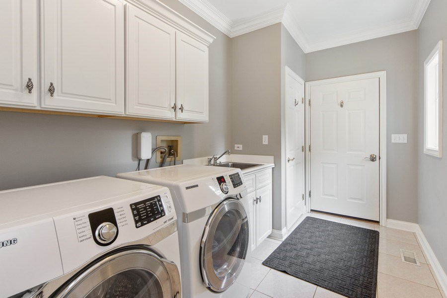 Real Estate Photography - 26026 N Middleton Pkwy, Mundelein, IL, 60060 - Laundry / Mud Room