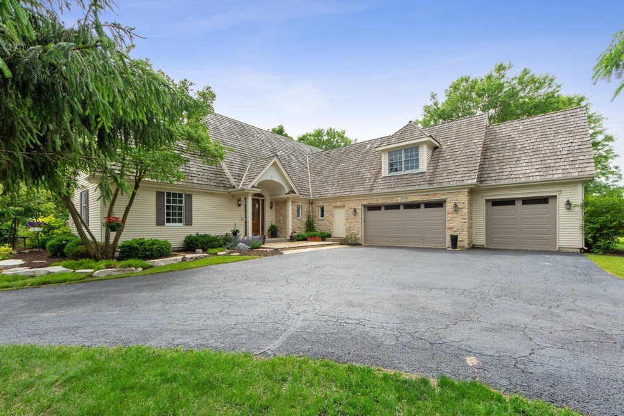 Real Estate Photography - 26026 N Middleton Pkwy, Mundelein, IL, 60060 - Front View