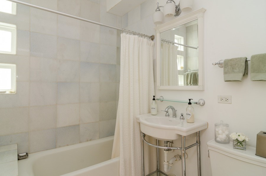 Real Estate Photography - 2022 colfax, evanston, IL, 60201 - Bathroom