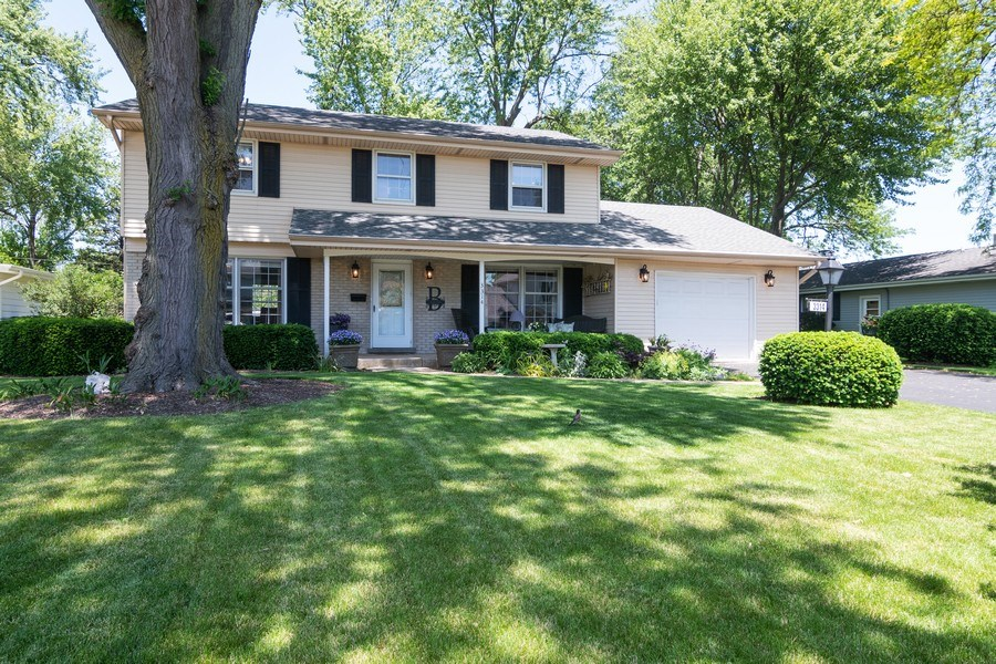Real Estate Photography - 3314 Bellwood, Glenview, IL, 60026 - Front View