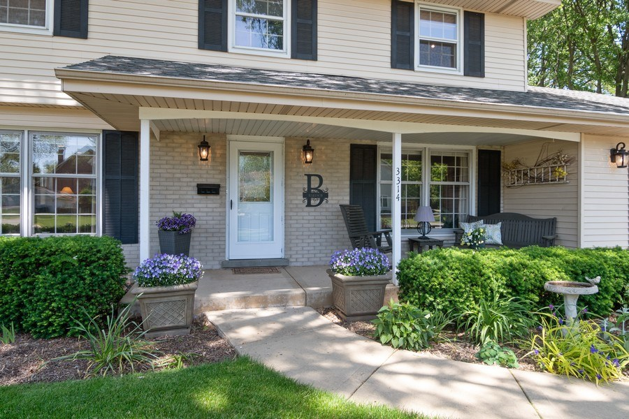 Real Estate Photography - 3314 Bellwood, Glenview, IL, 60026 - Front Porch