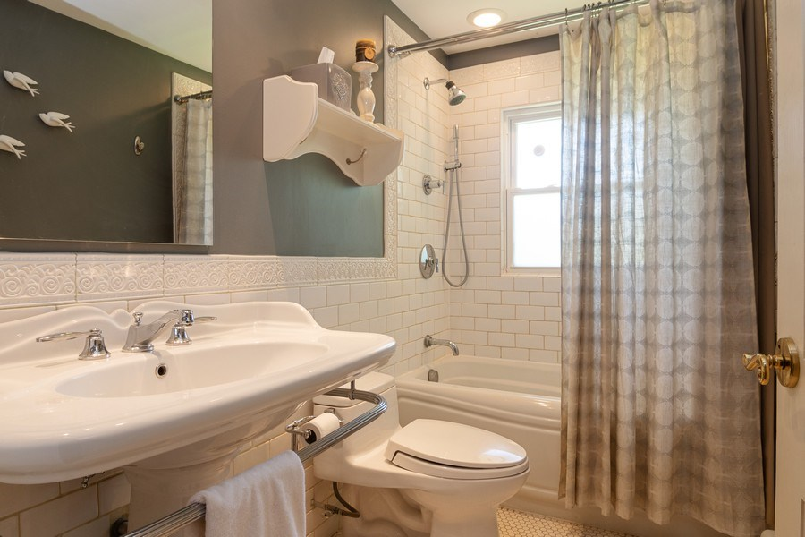 Real Estate Photography - 3314 Bellwood, Glenview, IL, 60026 - Bathroom
