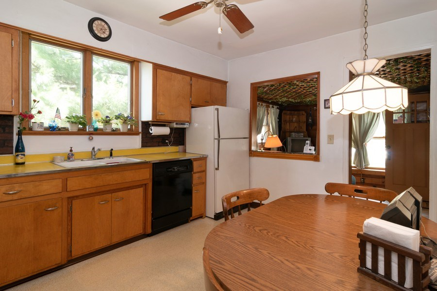 Real Estate Photography - 3933 Arthur Ave, Brookfield, IL, 60513 - Kitchen