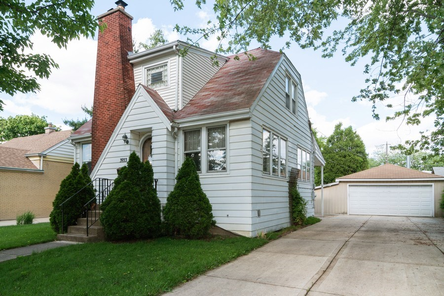 Real Estate Photography - 3933 Arthur Ave, Brookfield, IL, 60513 - Side View