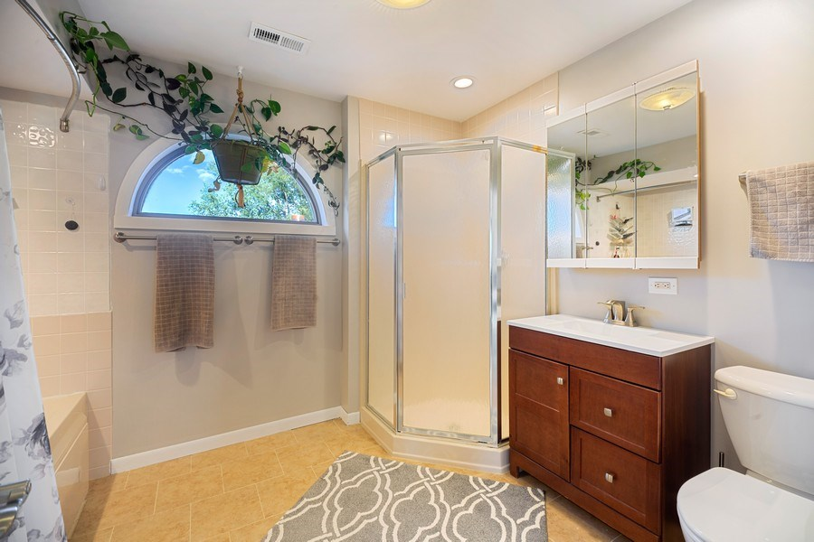 Real Estate Photography - 2055 Sherwin Ave, Des Plains, IL, 60018 - Master Bathroom
