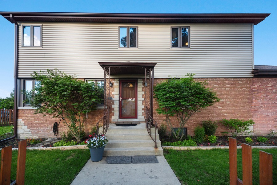 Real Estate Photography - 2055 Sherwin Ave, Des Plains, IL, 60018 - Front View