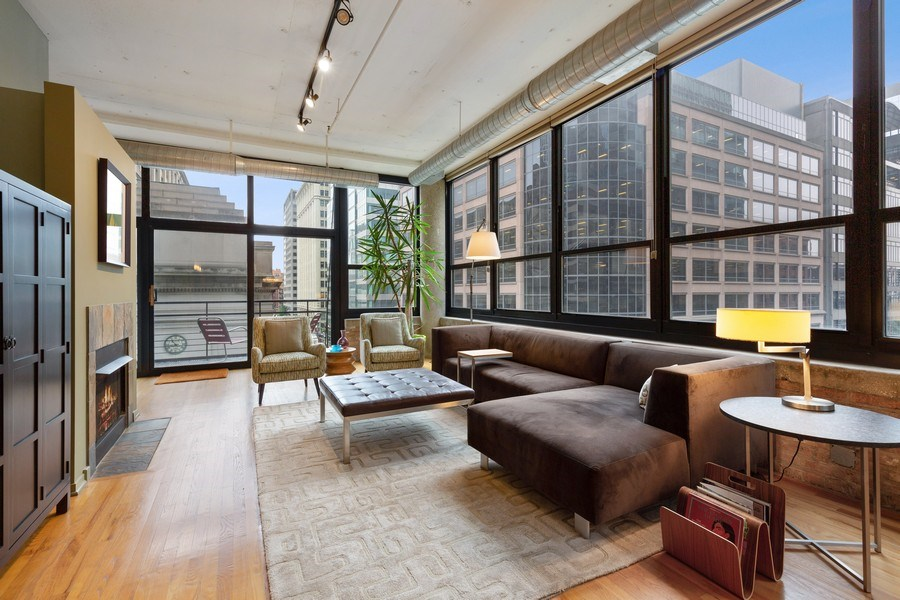 Real Estate Photography - 130 S Canal St, Unit 403, Chicago, IL, 60606 - Living Room