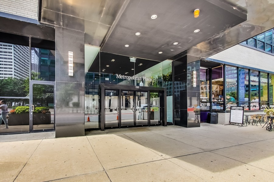 Real Estate Photography - 130 S Canal St, Unit 403, Chicago, IL, 60606 -