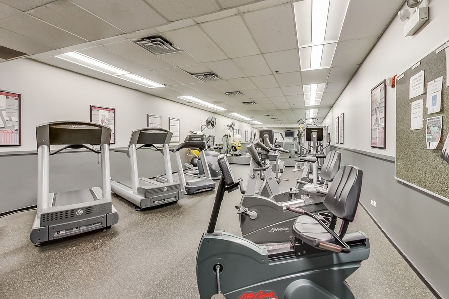 Real Estate Photography - 130 S Canal St, Unit 403, Chicago, IL, 60606 - Exercise Room