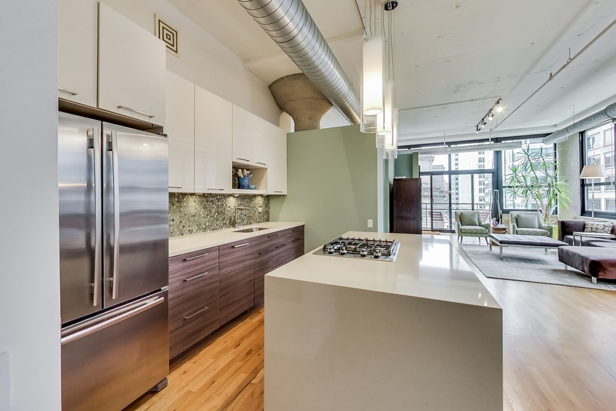Real Estate Photography - 130 S Canal St, Unit 403, Chicago, IL, 60606 - Kitchen