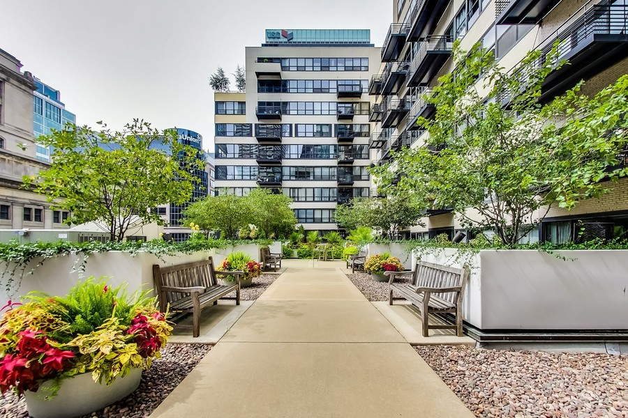 Real Estate Photography - 130 S Canal St, Unit 403, Chicago, IL, 60606 - Common Garden Terrace