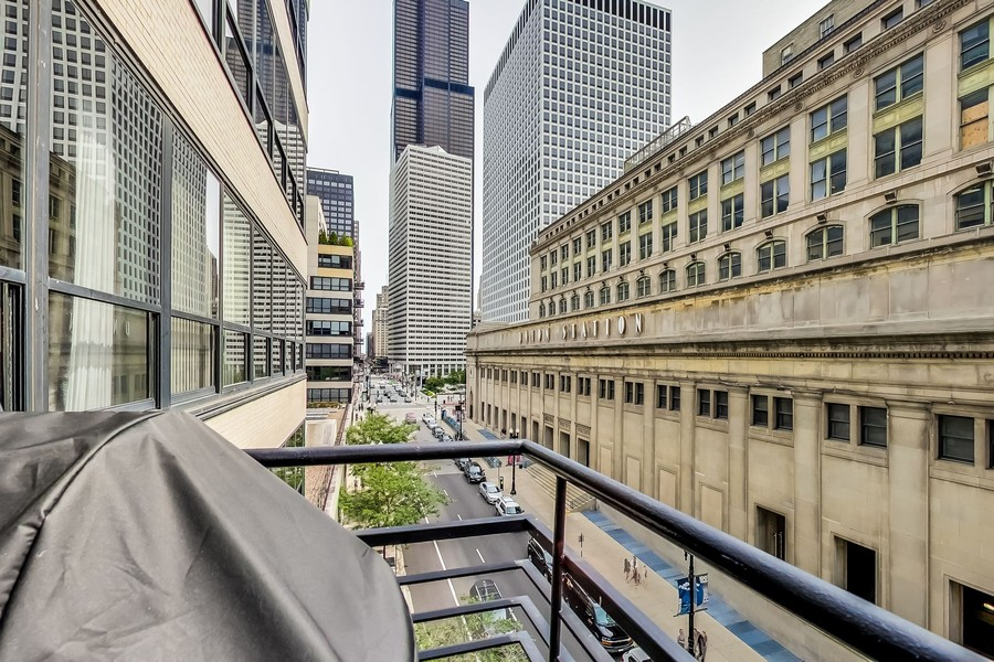 Real Estate Photography - 130 S Canal St, Unit 403, Chicago, IL, 60606 - Balcony