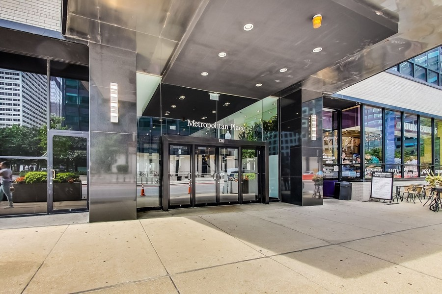 Real Estate Photography - 130 S Canal St, Unit 403, Chicago, IL, 60606 - 130 S. Canal St.