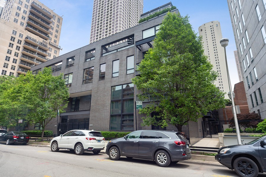 Real Estate Photography - 1011 N Dearborn St, Chicago, IL, 60610 - Front View