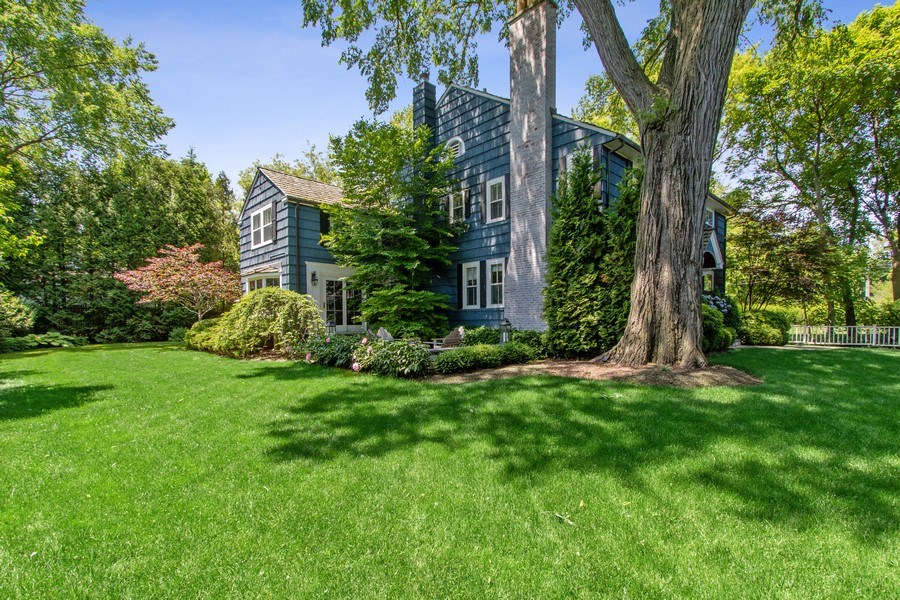 Real Estate Photography - 920 Church, Lake Forest, IL, 60045 - Side Yard