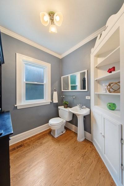 Real Estate Photography - 391 Shenshone, Riverside, IL, 60546 - Powder Room