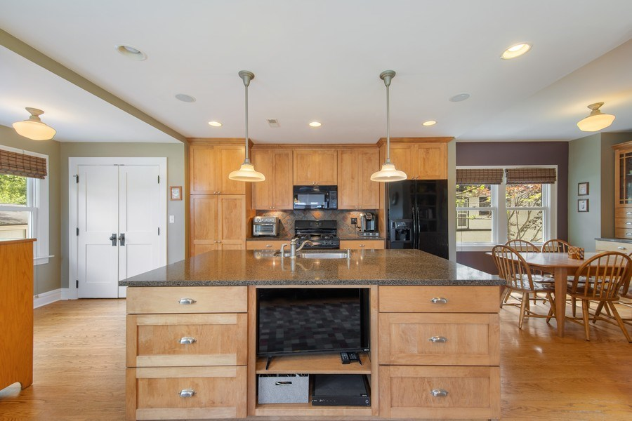 Real Estate Photography - 391 Shenshone, Riverside, IL, 60546 - Kitchen