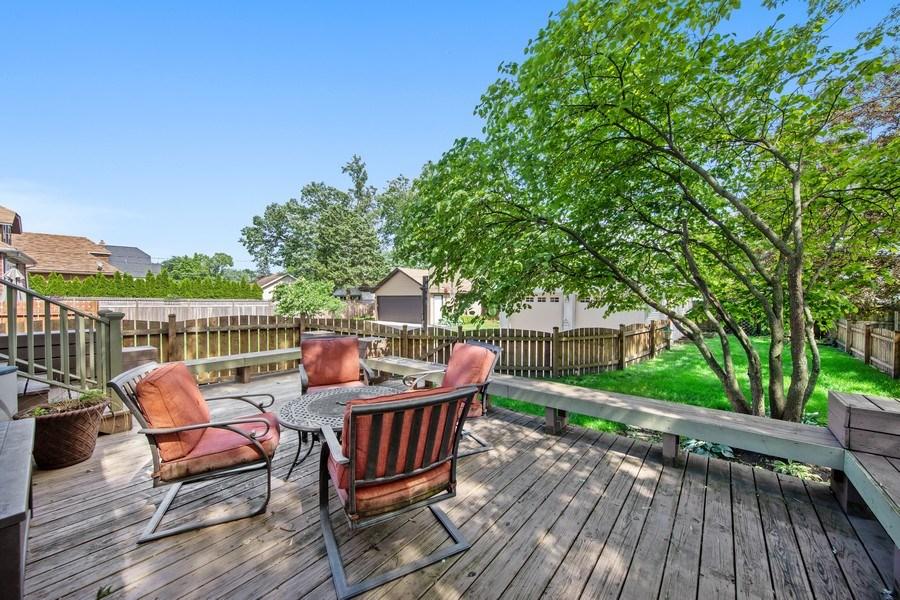 Real Estate Photography - 391 Shenshone, Riverside, IL, 60546 - Deck