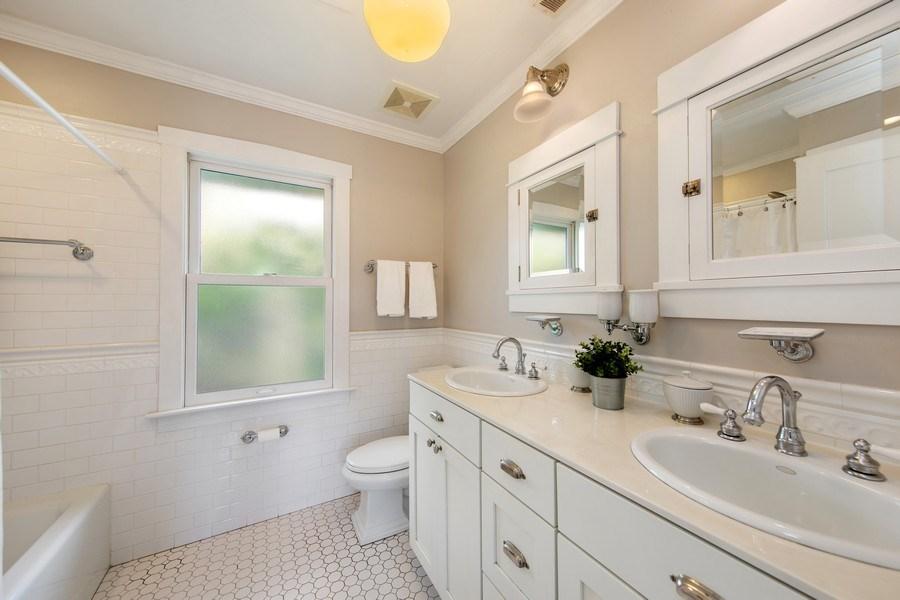 Real Estate Photography - 391 Shenshone, Riverside, IL, 60546 - Master Bathroom