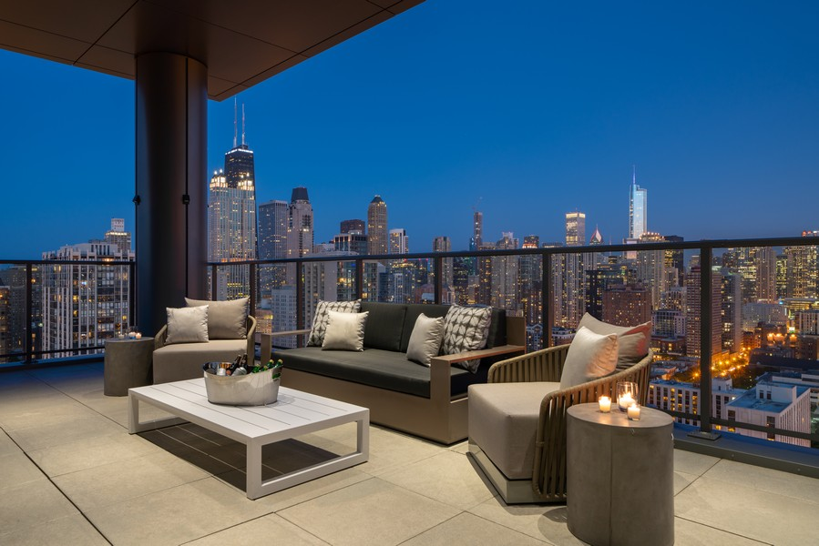 Real Estate Photography - 1140 N Wells, PH, Chicago, IL, 60610 - Terrace