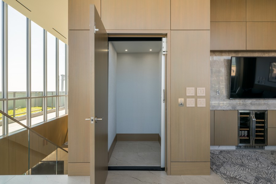 Real Estate Photography - 1140 N Wells, PH, Chicago, IL, 60610 - In Unit Elevator